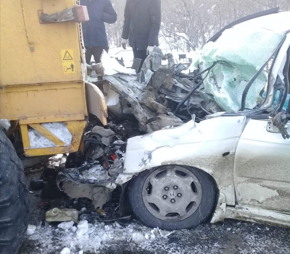 В Елизовском районе спасатели и пожарные деблокировали женщину из покорёженного автомобиля