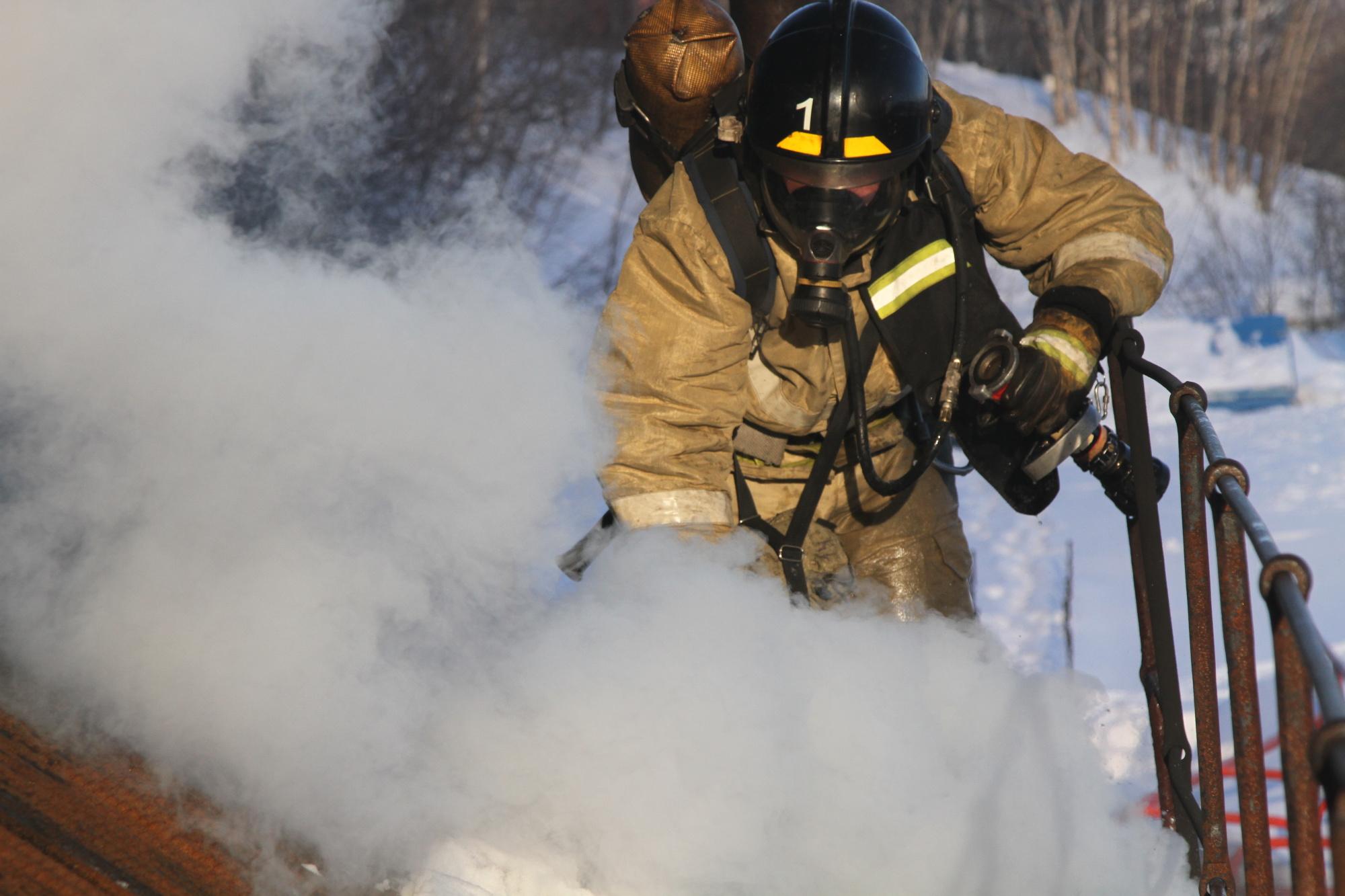 В Елизовском районе пожарные ликвидировали возгорание на трансформаторной подстанции