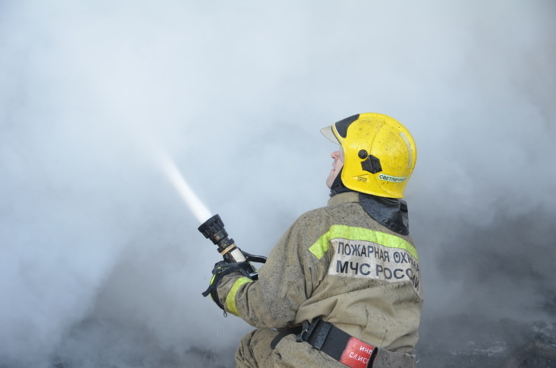 На Камчатке пожарные ликвидировали возгорание в хозяйственной пострoйке
