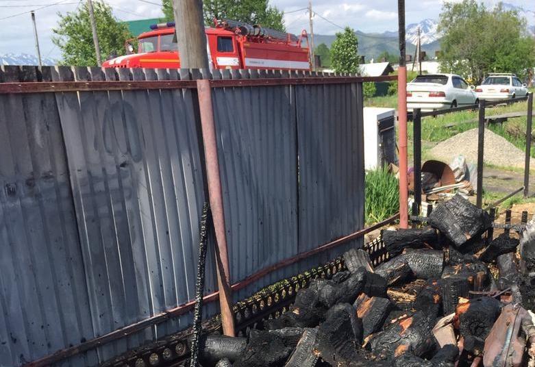 Камчатские огнеборцы ликвидировали возгорание на земельном участке Елизовском районе