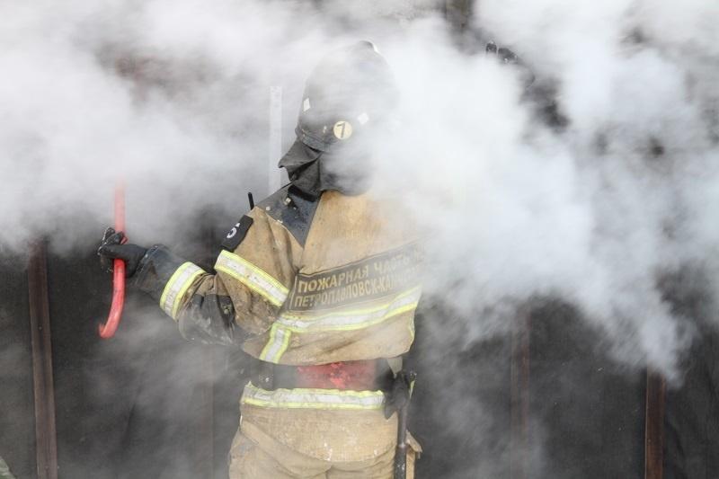 В Усть-Камчатском районе огнеборцы при тушении пожара спасли материальные ценности на сумму около миллиона рублей