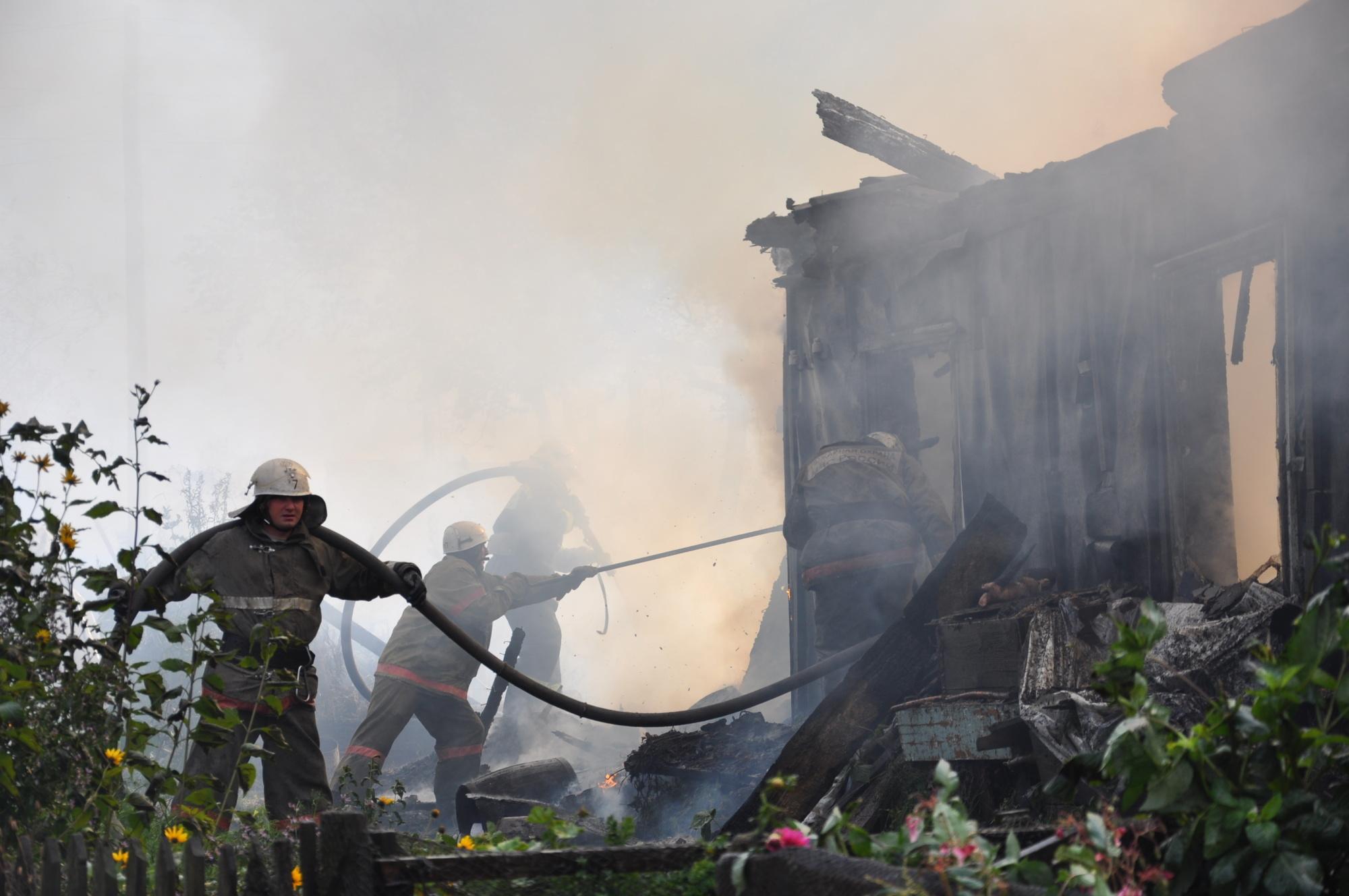 На Камчатке сотрудники государственного пожарного надзора выясняют причину возгорания в хозяйственных постройках
